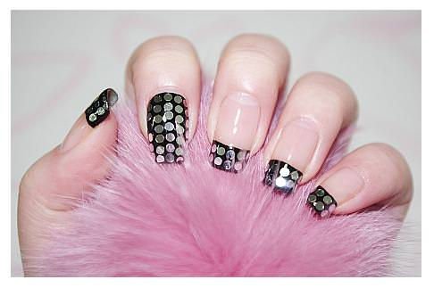 black-and-white-nails